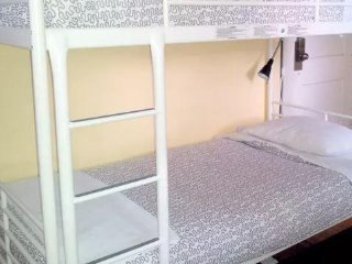 Single Bed near South Beach and Downtown: Hostel: 3