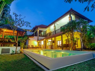 7 Bdrm - Seminyak - Last Minute Deal 50%+ OFF!!! Walk To Beach