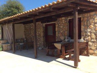Stone house with big garden -3km away from Argostoli