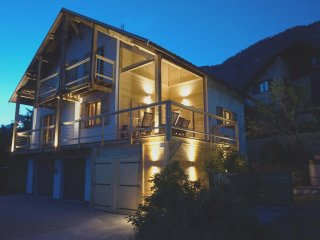 Stunning Serre Che Chalet: Town centre, walk 2 ski lifts, jacuzi, 5 ensuite room