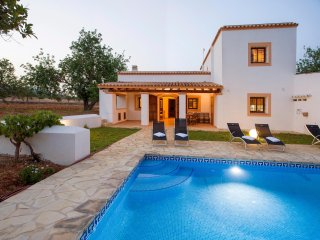 VILLA IN IBIZA SPECTACULAR LOCATION AT SANTA GERTRUDIS JUST 20 MIN FROM AIRPORT