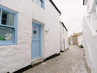 21 The Digey, central St Ives, Fisherman's cottage close to beach