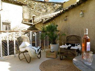 Chambres d'hotes et Gite chez des artistes centre vieux village de Mirabel