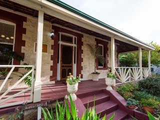 HERITAGE on BURT - Great FREMANTLE Location