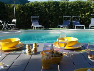 Villa pour 4 personnes, 2 chambres, 2 sdb, piscine