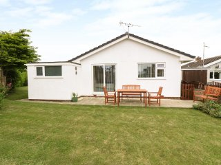 DYCHWEL FAN, open plan accommodation, garden, coastal views in Four Mile Bridge,