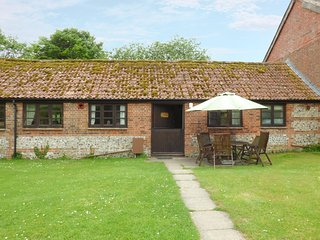 FORGET ME NOT COTTAGE, exposed stone wall and wooden beams, ground floor, WiFi