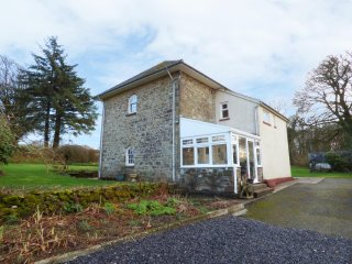BEDW HIRION FARM, spacious garden, conservatory, open plan layout, in Pencader