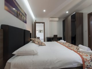 Hacienda Apartments, Apt 6