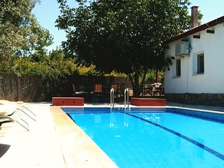 Rural Escape! Comfortable Private Pool Cottage with a very high level of privacy