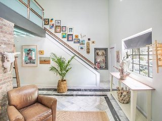 Stay with Lucky Savannah: 2-Story Artist's Loft Overlooking Crawford Square