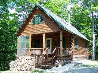 #206 Comfortable log cabin in the woods of Maine