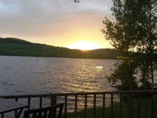 #121 Comfy home only 15 feet from Moosehead Lake