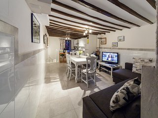 Traditional town house 2 mins walk to beach in this lovely historic town La Vila