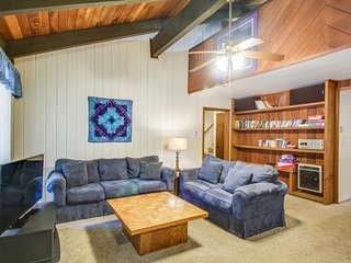 Rustic dog-friendly home w/ shared hot tub/pool at the foot of Mammoth Mountain!