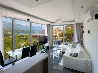 MonteLux Luxurious Apartment 5 with Sauna, Pool and Panorama view