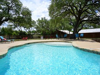 Wimberley Log Cabins Resort and Suites- Unit 7