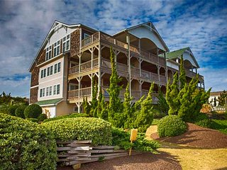 Victoria Place Penthouse  402 - 400 Ft to the Beach! OBX * Friday to Friday