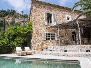 Belle maison avec piscine dans le village de Deia