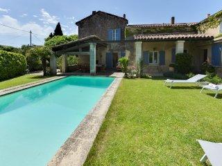 Maison de village avec piscine proche de Lourmarin