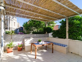 Apartment Coral - One Bedroom Apartment with Terrace and Garden View