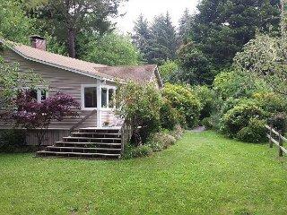 Seawoods Farmhouse 2.5 Bdrm home on 5 acres,short walk to Patricks Point Park