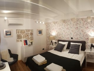 Art Home Arthur - Deluxe Double or Twin Room with City View (1)