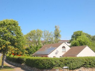 SWALLOWTAILS DETACHED 4 BED IN LOVELY GROUNDS NR ZOO & BEACHES SKY, TV. DVD WIFI