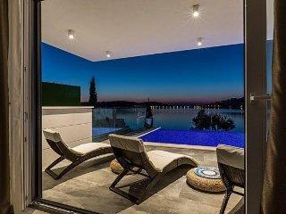 Luxury villa Laura Rogoznica for 8 persons