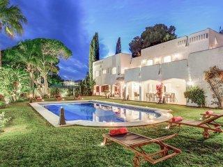 Villa de lujo con todas las comodidades y piscina!