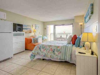 Splendid Direct Ocean Front, Newly Renovated & Decorated Beach Condo Sure to