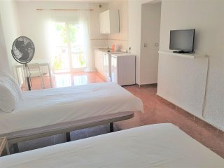 Central La Cala de Mijas - Studio Apt 2 - Sleeps 2 - 100m from Beach, TV & WIFI