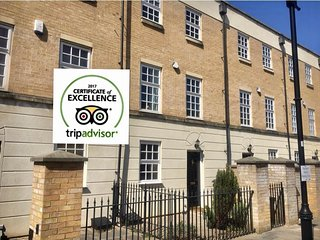 Central York-  Stylish 3 Bedroom Town House, Railway Museum, Parking, Garden