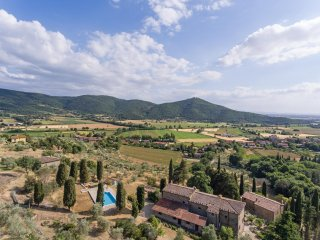 Villa Pergo, 6 bedrooms villa close to Cortona in Tuscany
