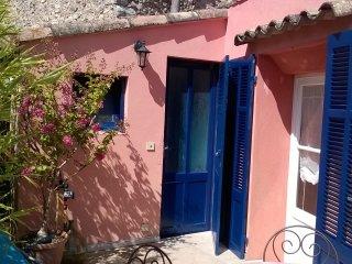 Appartement cosy et sa terrasse dans une maison de village