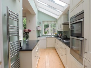 Light and airy Tooting Bec home
