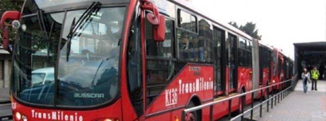 Attraverso la rete di autobus Transmilenio si può andare ovunque in città.