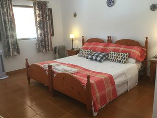 Double room with en-suite bathroom, swimming pool