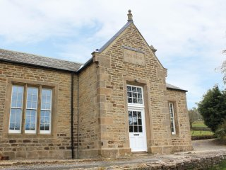 THE OLD BOYS SCHOOL, spacious acommodation, wood burning stove, garden area, in