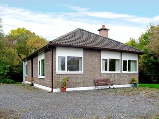LAKESIDE, pet friendly, country holiday cottage, with a garden in Ballinrobe