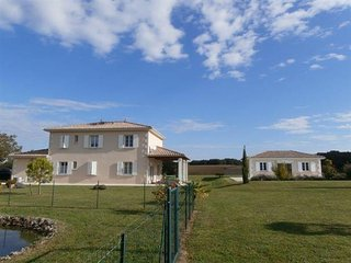French Villa, Private Pool, Beautiful Views, near Aubeterre / Chalais