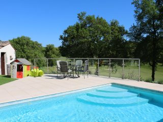 Luxury Bergerac villa next to great golf,heated pool, wine tasting and cycling