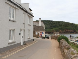 The Moorings, beach front property Hope Cove, 3 beds all ensuite