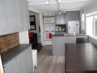 Waterfront - Ocean - 3 bedroom and sleeps 8 on a beautiful, private lot
