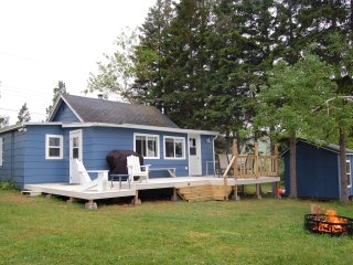 Waterfront - Ocean - 3 bedroom and sleeps 9 on a beautiful, private lot