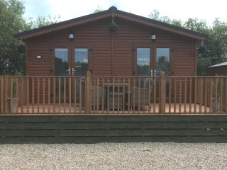 Beautiful 2 bedroom lodge situated on a small park, surrounded by wild life