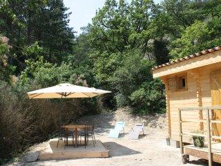 Chalet en bois 'La petite maison dans la prairie' dans la Drôme