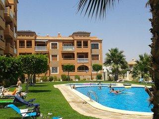 Penthouse appartement zwembadzijde met 2 slaapkamers vlakbij Villamartin Plaza