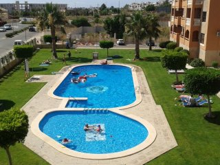 Penthouse apartment next to swimming pool with 2 bedrooms near Villamartin Plaza