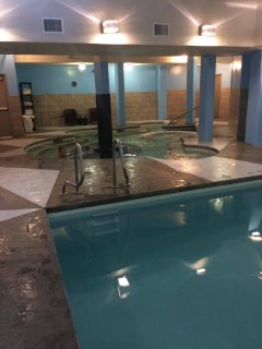 Large indoor hot tub and splash pool
